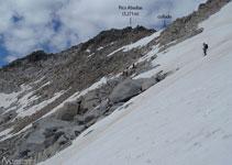 De bajada (en dirección E) hacia el glaciar del Aneto.