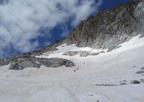 Bajamos casi en paralelo a la cresta de los Portillones.
