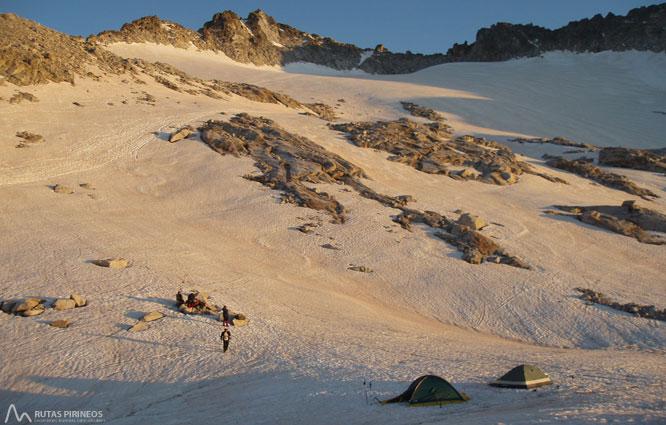 Maladeta Oriental (3.308m) y pico Abadías (3.271m) por la Renclusa 1