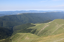 Vistas de la Selva de Irati y de la sierra de Abodi, en la vertiente navarra del Ori.