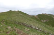 La amplia cresta llegando al pico sur del Casamanya.