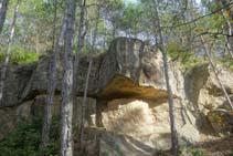 Curioso afloramiento de rocas arcillosas.