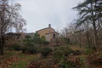 Pasamos por el lado de la ermita de Sant Pere Màrtir.