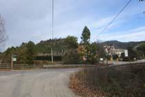 Cruzamos la carretera de Lladurs y llegamos al Camping El Solsonès.