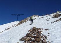 A punto de llegar a la arista del pico Posets.