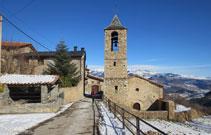 Iglesia de Estana, en medio del pueblo.