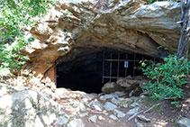La entrada de la cueva de Anes.