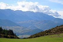 Vistas a la cara norte del Cadí desde el altiplano de Anes.