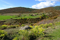 Campos y prados de la casa de Orèn.