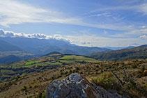 Vistas panorámicas al valle del Segre y la cara norte del Cadí.