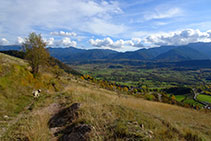 Vistas a la Cerdanya, la sierra de Moixeró y la sierra de la Moixa.
