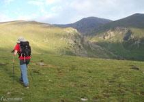 La cumbre del Puigmal ya se observa desde Fontalba, por lo que el itinerario es bastante sencillo de identificar.
