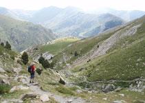 Desde la Coma del Embut, al fondo ya podemos ver las pistas de esquí de la estación de Valle de Nuria.