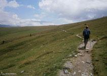 Al fondo ya vemos la Collada de Fontalba, punto de inicio y final de la ruta.