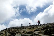 A punto de llegar a la cumbre del Puigpedrós.