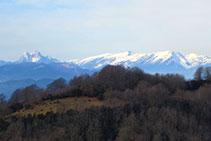 Vistas hacia el Pedraforca y la sierra del Cadí y el Moixeró.