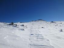 Zona de poca pendiente a punto de pasar a la vertiente norte del Serrat des Clotes