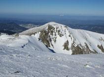 El vecino Pic du Bernard Sauvage desde la cima