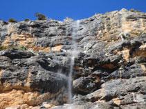 Paredes mojadas de la Roca de Canalda