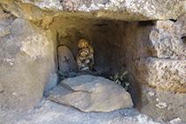 Figura de la Virgen en un rincón de la ermita.