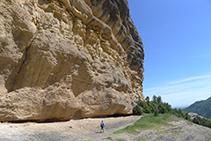 Rodeamos la Roca del Corb.
