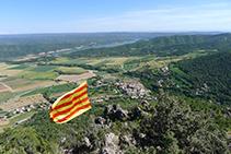 Vistas del valle del río Segre, la sierra de Sant Marc y Peramola desde el Roc de Cogul.