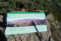 Un panel nos ayuda a identificar las montañas del entorno.