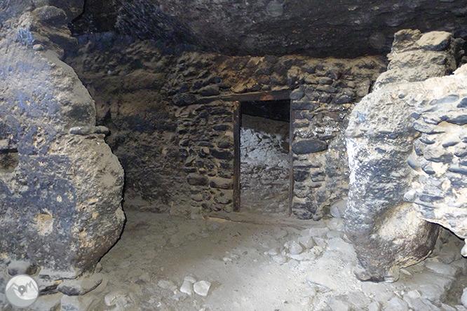Roca del Corb y Roc de Cogul desde Peramola 1