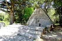 Monumento a Lluís Companys, en el collado de Manrella.