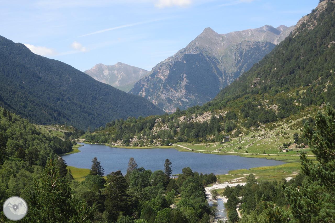 Fotograf as planell de aig estortes y estany de la llebreta rutas pirineos - Casas rurales en aiguestortes ...