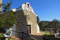 Fachada principal de la ermita de les Alegries.