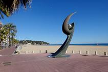Monumento en la playa de Lloret de Mar.