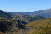 Valle de Siarb con el núcleo de Tornafort en lo alto de una colina.