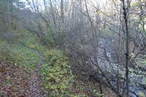 Avanzamos por el lado del río del Cantó.
