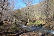 Puente de madera sobre el río del Cantó.