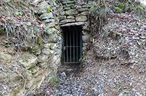 Puerta de entrada del pozo de hielo.