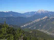 La sierra de Ensija, con el pico de la Gallina Pelada (2.320m) y el Pedraforca (2.497m).