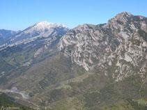 El Puig dels Terrers (2.467m), el collado de Pendís (1.786m), el Moixeró (2.078m) y las Penyes Altes (2.276m).