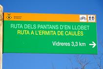 """Señalización de la """"Ruta dels Pantans d´en Llobet""""."""