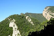 Colina del castillo de Roset y los riscos del Tastanós.