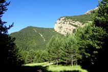 El Cap del Tastanós desde el llano del castillo de Roset.