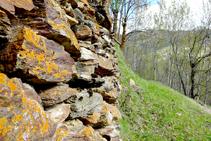Paredes de piedra seca camino a Cerbi.