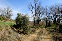 El GR 7 por debajo de la ermita de Sant Jaume.