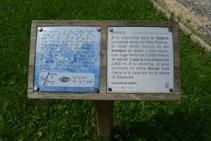 Panel informativo en alfabeto tradicional y alfabeto Braille.