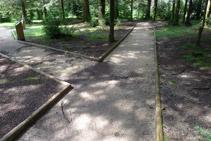 Llegamos a una bifurcación. El camino de la derecha regresa directamente hacia el punto de inicio.