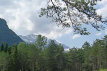 Vista hacia el O: macizo del Monte Perdido.