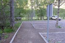 Vial de acceso al sendero adaptado.