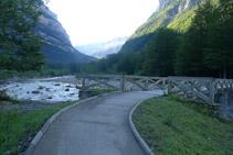 Puente sobre el río Arazas.