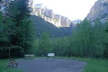 Zona de descanso del final del sendero adaptado.