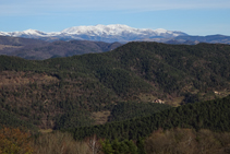 Vistas al valle de Camprodon y al macizo del Canigó.